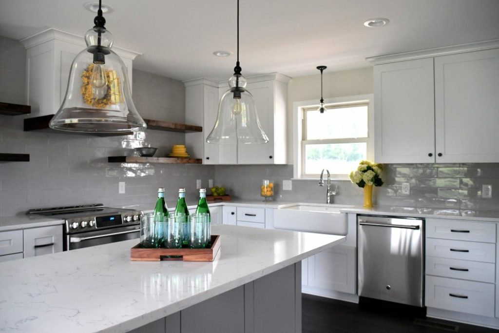 bright-cheery-kitchen-in-a-new-home-that-is-very-inviting-to-guest-enjoying-a-cozy-new-9lbZ3Y